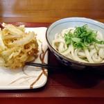 楽釜製麺所 - 「ぶっかけうどん(冷)」並。290円也。と「かき揚げ」120円也。税込。