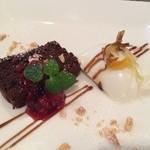 24995564 - ラベンダーのパンナコッタ、レモンピールのせ、HOTチョコレートケーキ、ラズベリーソース
