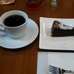 スジェール コーヒー - コーヒーとデザートのセット(780円)