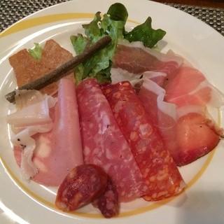 イル カンティニエーレ - ランチのトスカーナの前菜(ハム・サラミの盛り合わせ)※三種から選べます