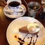 カフェ サルーテ - 本日のケーキと珈琲 100円引きで650円 チョコレートムース美味しかった♡
