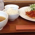 食堂 PaPas - 大鮃のムニエル ベーコントマトソース