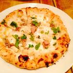 25000739 - サルシッチャ、筍、セリのピッツァ