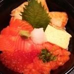 25001629 - 鮭ざんまい丼