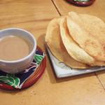 上亀 - 豆乳チャイ(210円)とパパド(100円)×3