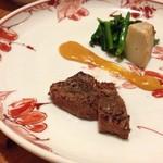 25004239 - 青森産和牛のステーキ。付け合わせはエビイモほか。