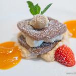 Royal Garden Cafe - ヘーゼルナッツクッキー・キャラメルムース&アプリコットのコンフィ【2014年3月】