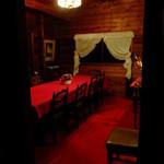 25013792 - 店内、真っ赤な個室もありました