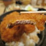 タレカツ - 新潟の和豚もちぶたの薄切り肉。脂身がないのであっさりと。