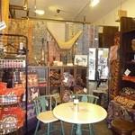 BUNGA CAFE OSAKA - インドネシア雑貨も売られている