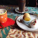 25023453 - ベルガモットティーココア。イチゴのコースターが可愛い!