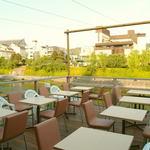 バーン・リムナーム - また5月~9月の間には京都の夏の風物詩、鴨川納涼床を楽しむことが出来ます。皆様京都での観光や買い物帰りにはバーンリムナームにぜひお立ち寄りください。