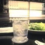 THE COSMOPOLITAN  - 2014/3月 BARカウンターで飲むジン