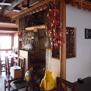 落ち着いた店内はタイのリゾート地を思わせる雰囲気です。