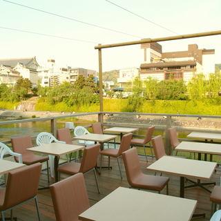 鴨川を眺めながらの本格タイ料理!【川床席は夏季のみです】