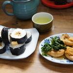 しみず食堂 - 今日の朝食です、出来立ての巻き寿司と魚の子です(2014.3.17)
