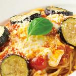 トマティーナ - 茄子とモッツァレラチーズのトマトソース