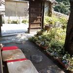 昇福亭 - 門を入って玄関までのアプローチ