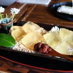 昇福亭 - 青きな粉とこがしきな粉のミックスわらび餅