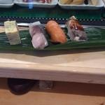 磯寿司 - お昼限定のおまかせにぎり。サーモン美味!