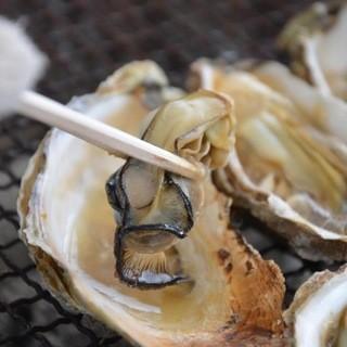 朝獲れ超新鮮な牡蠣を炭火で焼く事ににこだわります