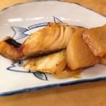 とんかつ 安右衛門 - 魚と大根煮