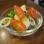 ゴピナータ - 日替りセット:ウラド豆のワダ揚げ 甘酢あん、パスタ 大葉の胡麻和え、菜の花マスタードシード、野菜の辛味噌炒め、根菜と茸のスープ、スプラウツサラダ、おからサラダ、ご飯8