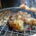 ホルモン 大和 - 表面カリカリに焼いたマルチョウ!