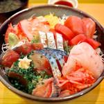25095024 - 「たっぷり刺身のせ丼」…1日5食限定!(2013.06)
