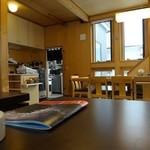 清水 - レジや大テーブル方面