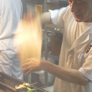 朝挽きの新鮮素材を毎日手で串打ち炭火で職人が焼く