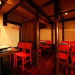 コラーゲン豚しゃぶの店 黒豚の桜蔵 - こじんまりとしたテーブル席は、2名様~6名様