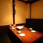 コラーゲン豚しゃぶの店 黒豚の桜蔵 - ソファーの個室は10名様まで