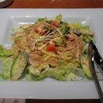 2511751 - サラダのわりに炭水化物たっぷりの「「中華麺サラダ ごまだれ(\590)」。