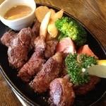 ガーリックチップス - 牛ハラミカッティングステーキ