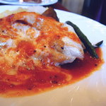 スウィートバジル - 2009年10月 地鶏胸肉のソテーチーズ焼きピッツァソース アップ