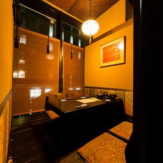 京都の街並みを再現したかのような空間。大小20の個室完備。