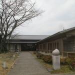 京都市宇多野ユースホステル - エントランス部分も長く