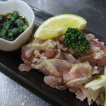 首里食堂 - 親鳥たたき(ニンニクとポン酢が良く合います。)500円