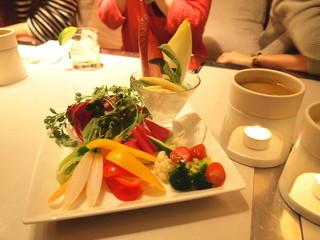 シロガネ イマカラ - 旬の野菜を使ったバーニャカウダー 2種類のソースとト共に