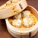 肉汁水餃子 餃包 - 海老入り肉シューマイ。国産豚、国内自社製造。