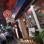 25142798 - 栄町市場の通りにあります。安い居酒屋などが多い中、ミャンマー料理という珍しいものを扱っています