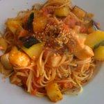 パスタール - 厚切り豚バラ肉とモッツァレラの辛口トマトパスタ