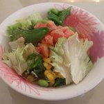 カフェ・プチ・コパン - ハンバーグと牡蠣フライセットのサラダ。ゴマドレがかかっていておいしいですよ。