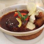 カフェ・プチ・コパン - ハンバーグと牡蠣フライ デミソースです。牡蠣フライのタルタルソースおいしいですよ