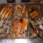 澤田店 - 澤田店の関東煮のダシ汁は、無休で煮込んでいます。