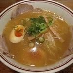 陣山ラーメン - 煮卵ラーメン