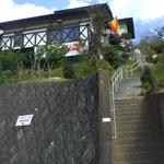 るびーな - 丘の上にある建物。階段を登った所にある良い景色が見れるお店
