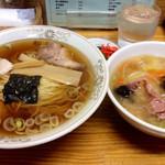 松沢屋 - ラーメン、半中華丼セット 750円