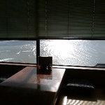 寿し味処 和多栄 - 海のみえるきれいな窓側の席。3~4席くらいあります。